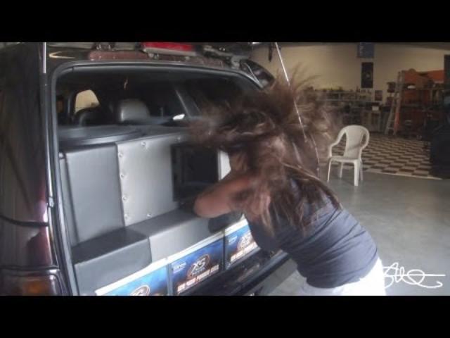 "画像: FACE MY BASS! - Wife's Friend Finally Gets Hairtrick - 4 18"" Woofers 30,000 Watts youtu.be"