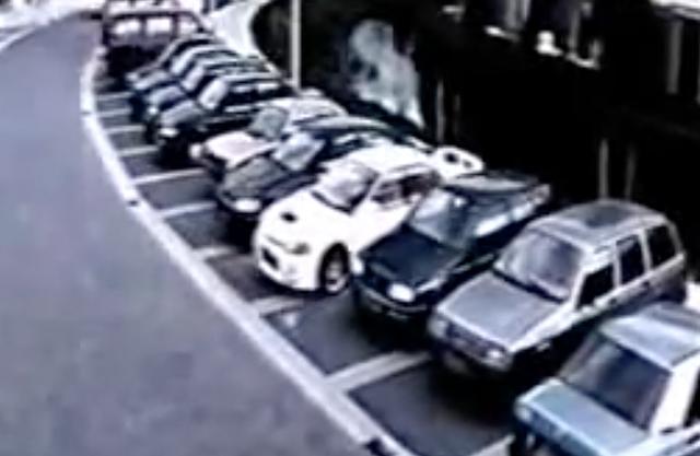 画像1: 【動画】カメラは見た!逃走車はこの中にいる!!!