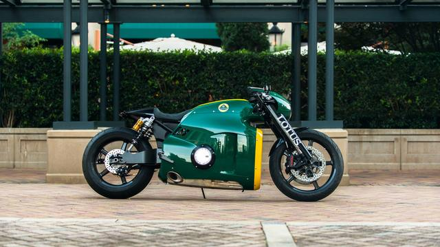 """画像: 発表後、世界中のカスタムバイクビルダーから、C-01のスタイリングは""""コピー""""されました。そのことは、いかにC-01のスタイリングがいかにインパクトがあったか・・・に対する最大限の賛辞かもしれません。 icdn-7.motor1.com"""