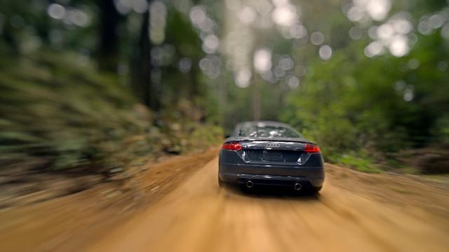 画像: Audi TT: Reality? Check. www.youtube.com