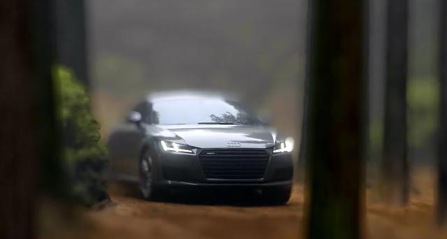 画像1: これは現実?それともミニチュアモデル? 駆け抜けるAudi TT、操るのはドライバー?それとも少年?