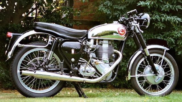 画像: ゴールドといったら、このマシンを思い出す人も多いのでは? BSAのB34ゴールドスターです。こちらの最終型DBD34型は、世界各国のクラブマンレースで活躍しました。 www.bsagoldstar.co.uk
