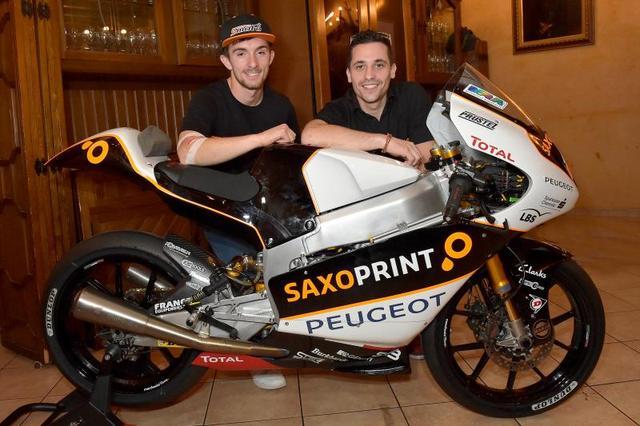 画像: 左がジョン・マックフィー、右がアレックス・マスボー。ふたりのプジョーファクトリーライダーです。 photos.motogp.com