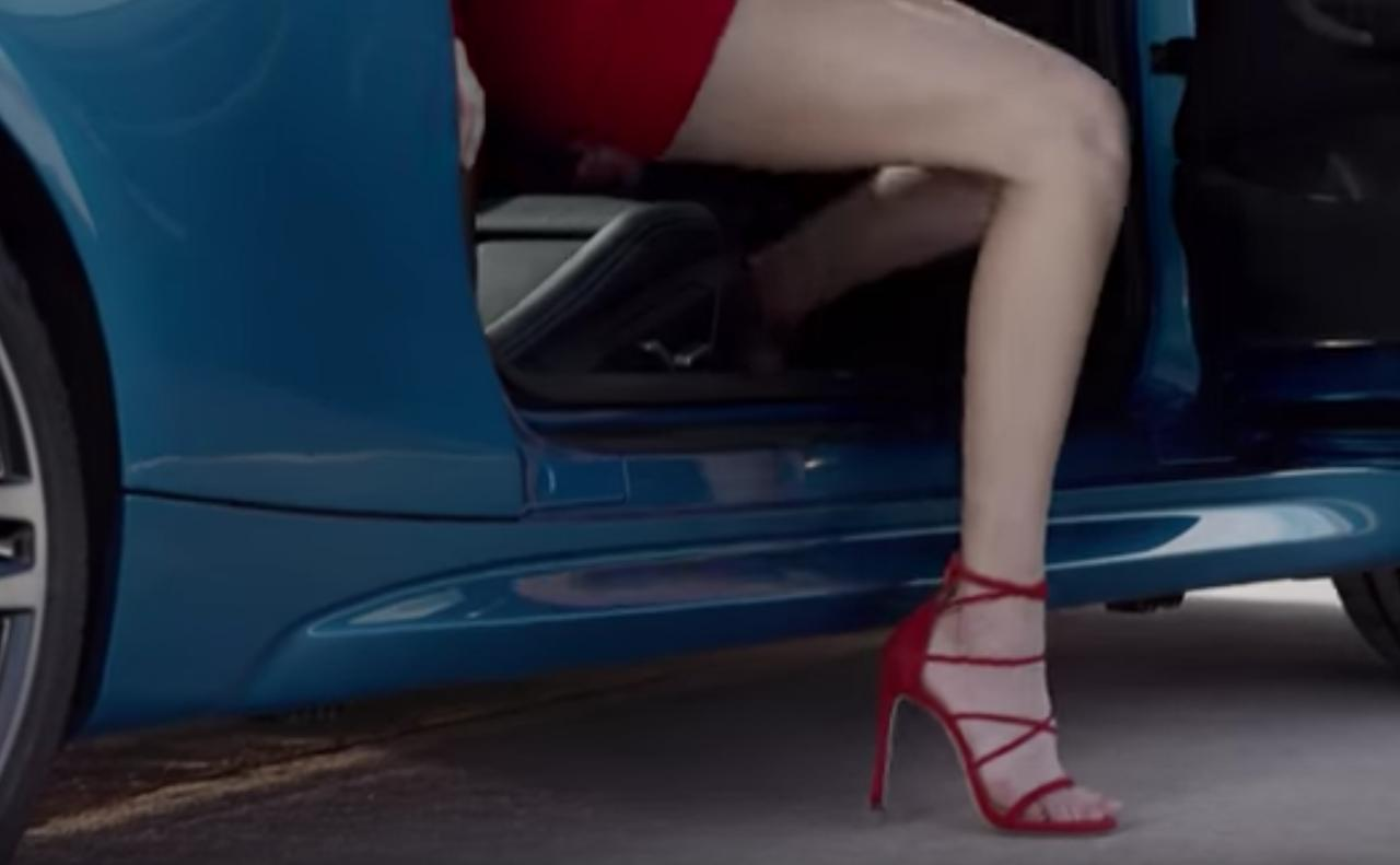 画像2: ジジさんジジっと見ちゃうけど、彼女がどのBMW M2に乗ったかわかるかな?