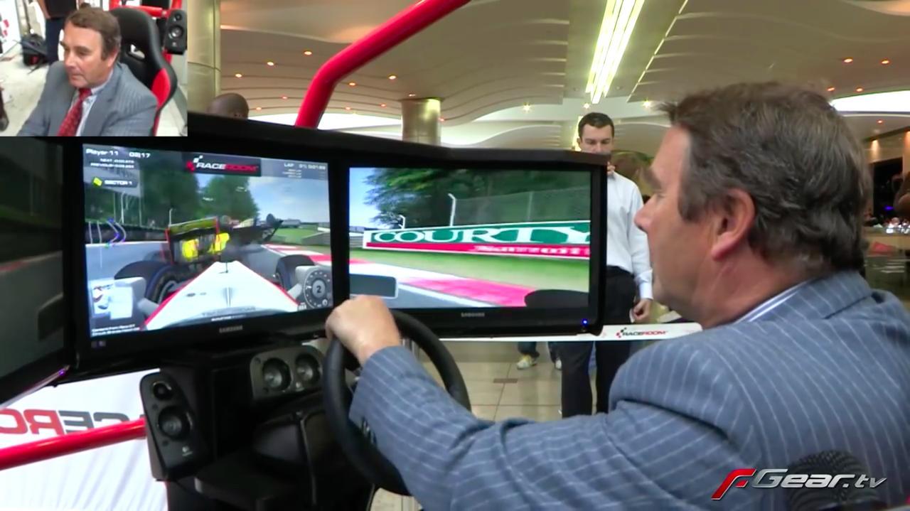 """画像: ゲームはまず予選からスタート! さすが「荒法師」と呼ばれた男! ガンガン他車にぶつかりまくります(笑)。「う〜ん、ノーズに""""レッド5""""がないと、どうも感覚が狂うなぁ〜」と思っているようです? www.youtube.com"""