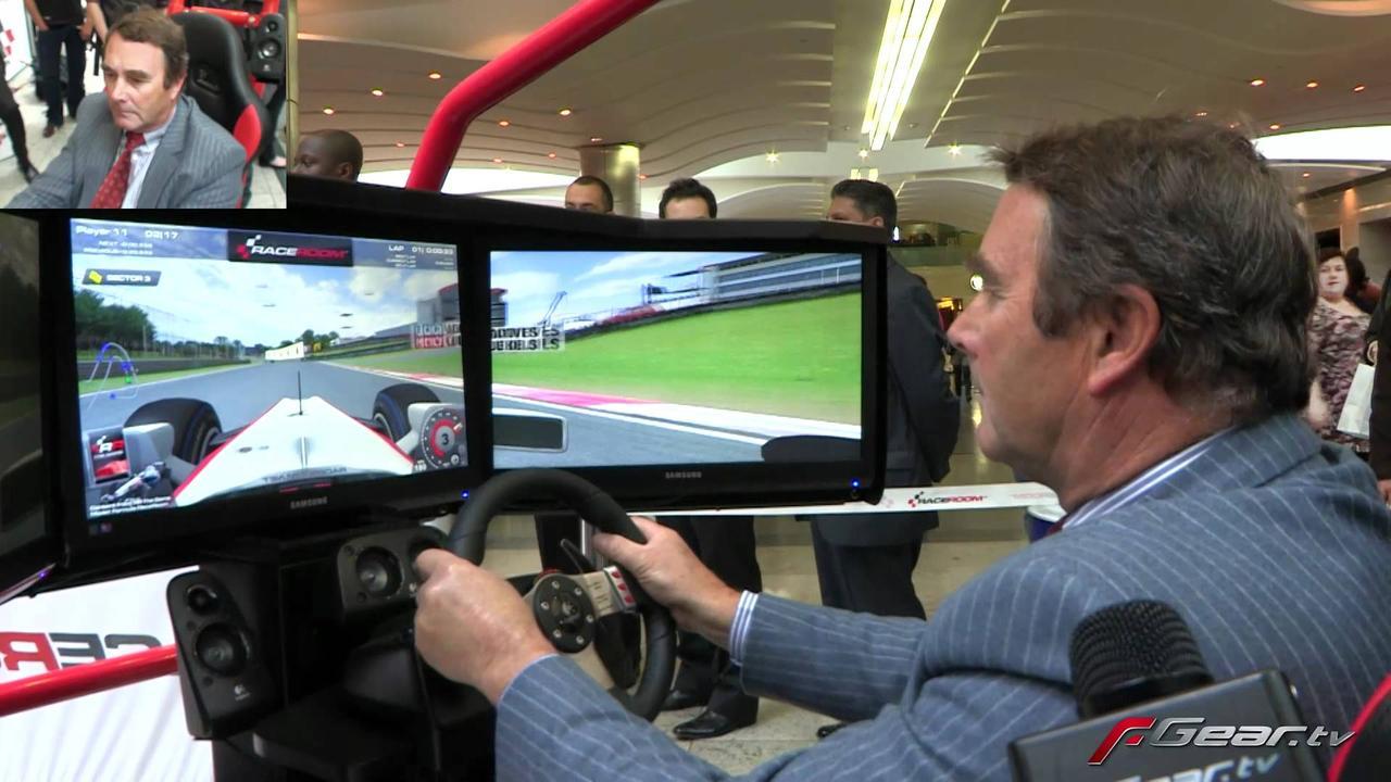 画像: Nigel Mansell playing F1 racing video game youtu.be