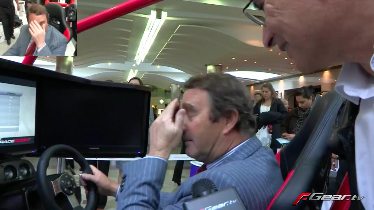 画像: ゲームプレイ前に、メディアのインタビューを受けるマンセルさん。その表情には不安の色が? www.youtube.com