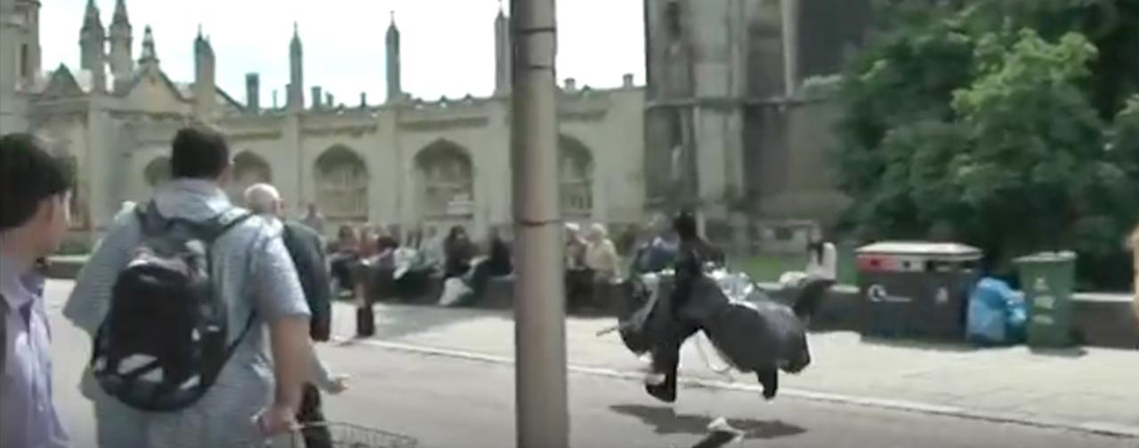 画像: 「バットマンだ!!!」 youtu.be
