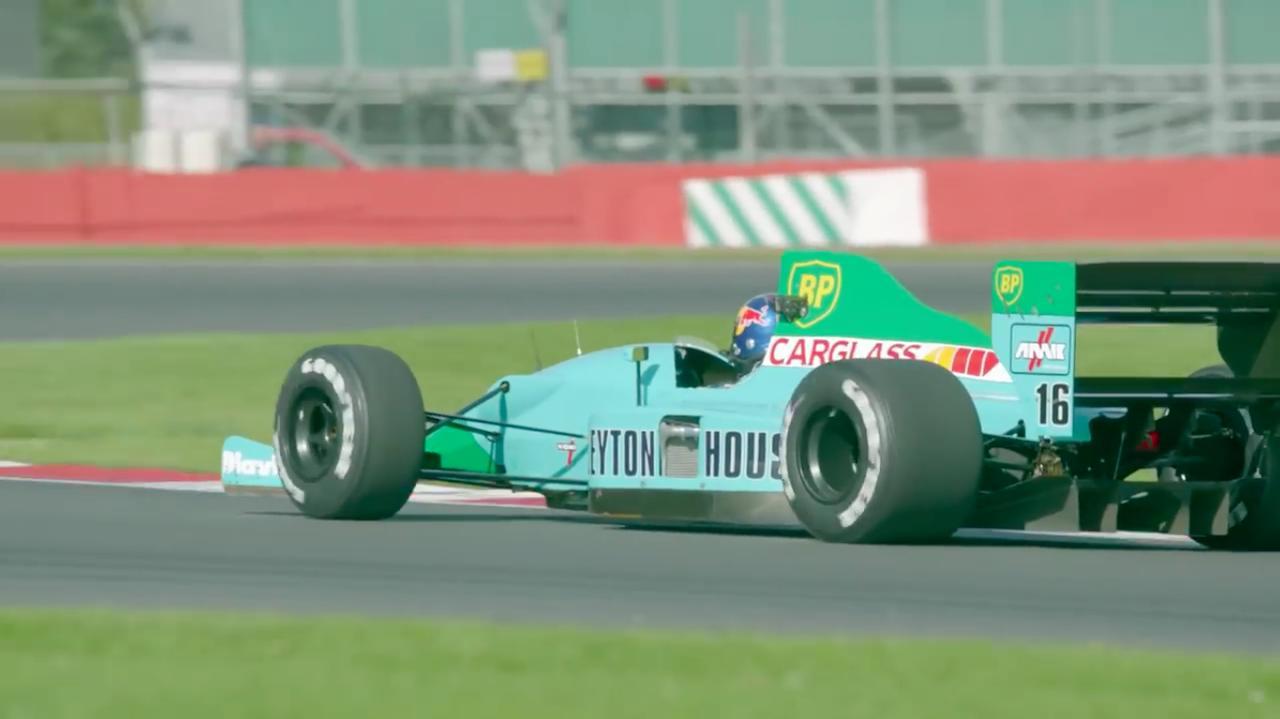 画像: 今のF1もクールですけど、この時代のF1はタイヤが太くて迫力あっていいですよね・・・(←F1ブーム体験世代オジサンの感想?)。 www.youtube.com