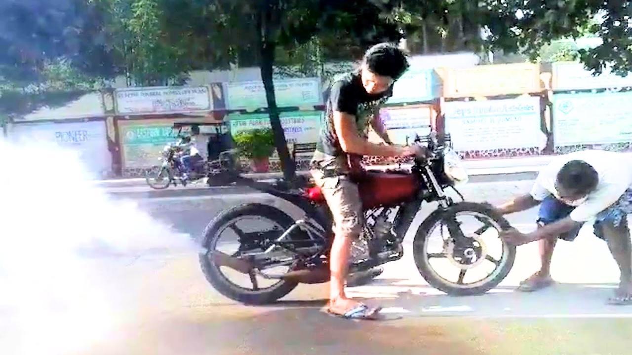 画像: MOTORCYCLE GOES BACKWARD ? This bike can do burnout in reverse youtu.be