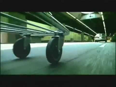 画像: Geico Commercial - Shopping Cart (full pursuit) youtu.be
