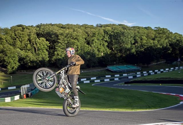 画像: Lampkin set for Isle of Man TT wheelie record