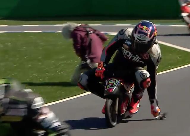 画像1: 【動画】MotoGPライダーたちが、ミニバイクでガチバトル!