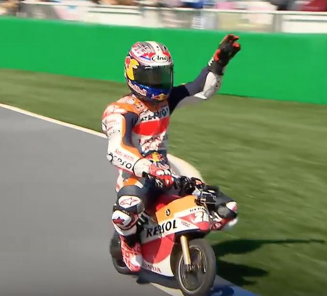 画像9: 【動画】MotoGPライダーたちが、ミニバイクでガチバトル!