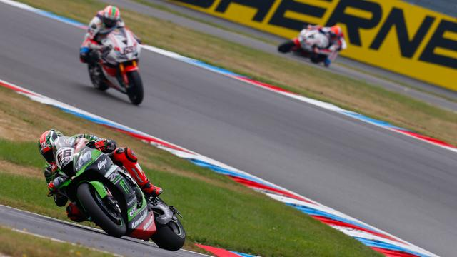 画像: ランキング2位のT.サイクス(カワサキ)は、予選・レース1ともに2位。ランキング首位のチームメイトとの差を縮めることになりました。 www.worldsbk.com