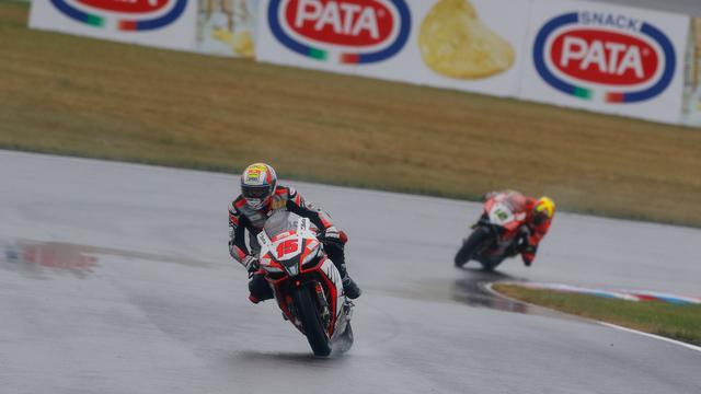 画像: アレックス・デ・アンジェリス(アプリリア)は2位表彰台をゲット! www.worldsbk.com
