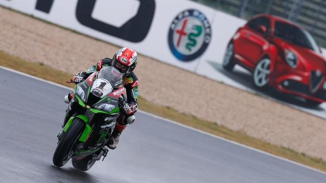 画像: レース1では転倒を喫しましたが、雨のレース2は見事勝利。コンスタントに勝ち星を拾う、J.レイの安定感はバツグンですね・・・。 www.worldsbk.com
