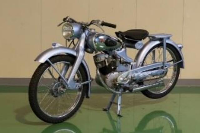 画像: NSU フォックス(1950年) ドイツの技術の粋を集め、世界初のプレス・バックボーン(応力外皮構造) フレームと高性能OHVシングルエンジンを搭載。 HondaベンリイJ型の参考モデルとなった。