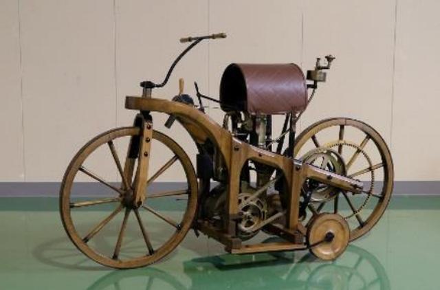 画像: ダイムラー ライトラート(1885年) ※ダイムラーベンツ社製レプリカ