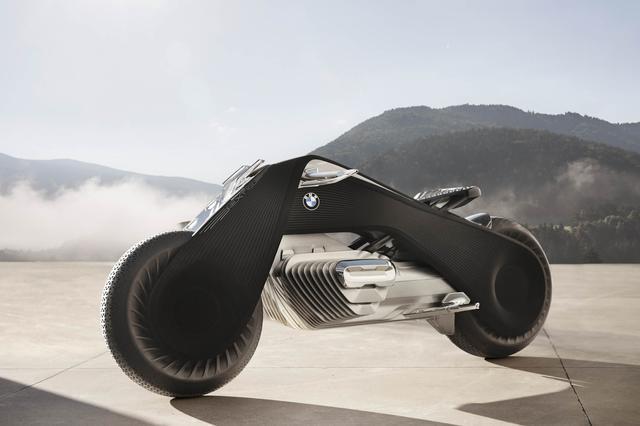 画像: BMW's New Bike Is So Smart You Won't Need a Helmet