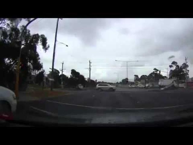 画像: Is a Car Really a Safe Place to Be When Lightning Strikes? youtu.be
