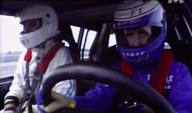 画像: ハンドルを握るのは、フランスの英雄、F1チャンピオンのアラン・プロストです! www.youtube.com