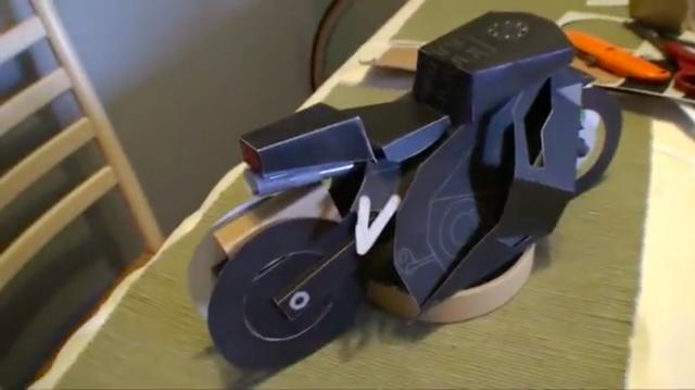 画像: こちらは1/6くらいのモデルですね。これで実車(と呼ぶべきか?)の開発を検討するわけですね。 www.youtube.com