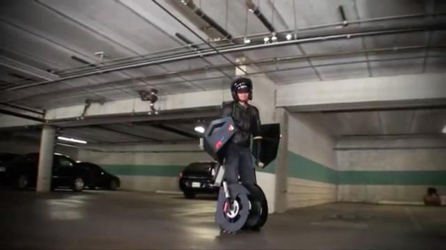 画像: 完成! 見事トランスフォーマーになったレックスさんの勇姿です! www.youtube.com