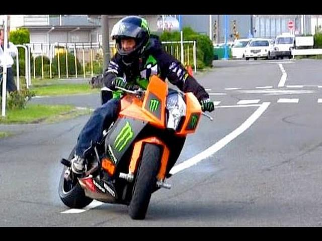 画像: 【バイク神業】教習所で1200cc ドリフトウイリー!ばくおん!【KTM1190RC8】Bike Stunt Ninja Japan Shin Kinoshita Dai Yabiku youtu.be