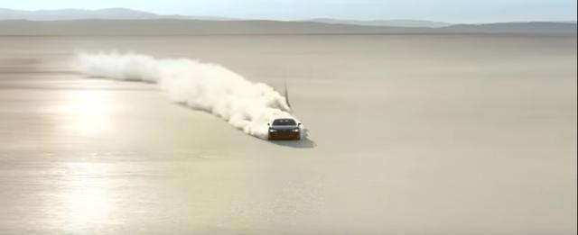 画像: 砂漠を駆け抜けます。