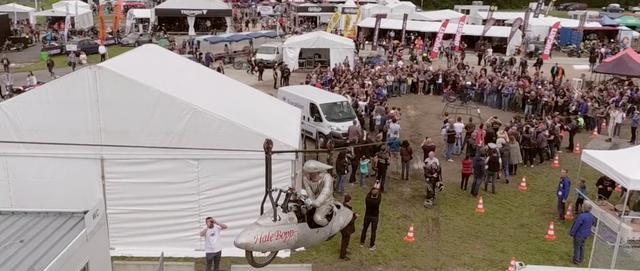 画像: 空飛ぶストリームライナー? なかなか面白げなアトラクションですね。 vimeo.com