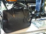 画像: お洒落なレザーのバッグは、KAWASAKI × SOMÈSのダブルネームなブリーフです。