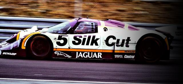 画像: Silk Cut Jaguar XJR-8 and XJR-9 1987年にはジャガーはXJR-8を投入し、チーム、ドライバーズのダブルタイトルを獲得。翌1988年のXJR-9は、SPCで2年連続のタイトルを獲得。ル・マン24時間レースでは7連勝中のポルシェと激闘を演じて優勝。ジャガーに31年ぶりのル・マン優勝をもたらしている。 www.suzukacircuit.jp