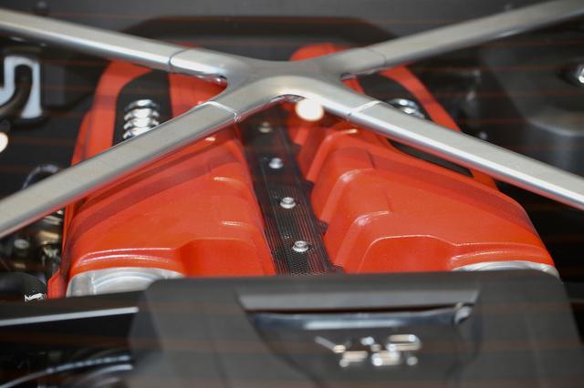 画像: エンジンもルシス王国にちなんだ特別カラーに塗装。
