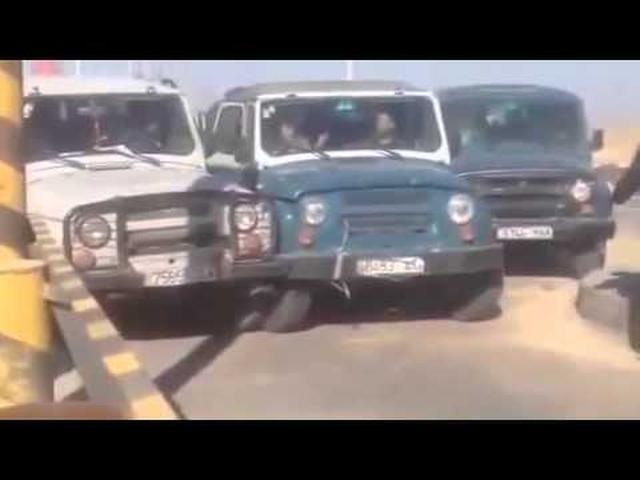 画像: Traffic Bottleneck in Mongolia,The longer you watch it, the more ridiculous it gets youtu.be