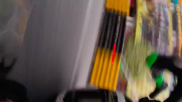 画像: うわぁぁぁ〜! クラッシュしてライダーが放り出されます・・・! 大丈夫でしょうか? www.youtube.com