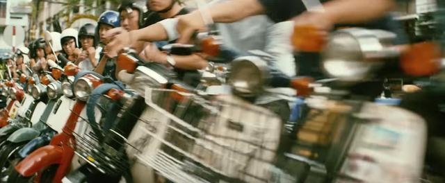 画像: と、街中のカブ乗りたちが集結するのです。 www.youtube.com