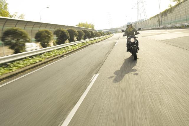 画像: 高速道路にも乗ってみた! SV650、これってスゴいじゃないですか!?