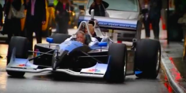 画像: いざ発車! 豪快にホイールスピンをかましてスタートするので、リアホイールが縁石にヒットしそうになります! www.youtube.com