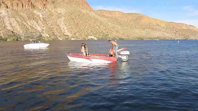画像: Canyon Lake Arizona Motorcycle powered boat! youtu.be