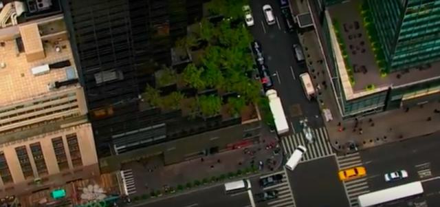 画像: 交通法規を全く無視(苦笑)して、他の交通をバンバン、インからアウトからブチ抜きます! www.youtube.com