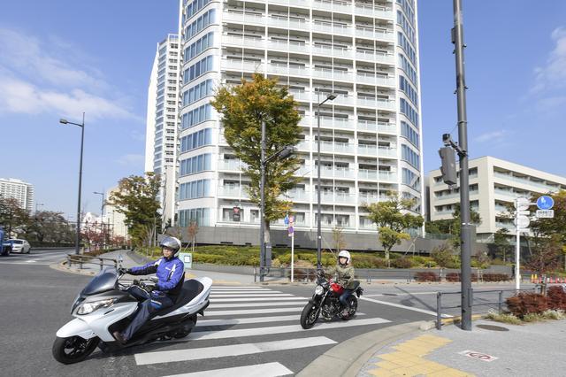 画像: スズキワールド世田谷南では、試乗前にインナープロテクターを貸し出してくれます。先導ライダーも知香ちゃんも安全対策までバッチリだから安心して試乗できます!