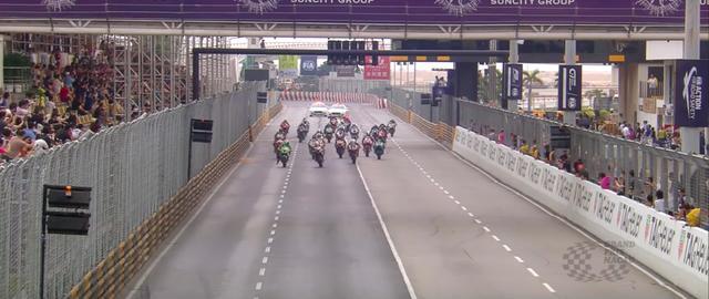 画像: スタート! 参加車両は、公道コース向けのセッティングが施された、スーパーバイククラス車です。 www.youtube.com