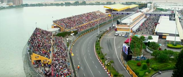 画像: マカオ港の直線道路を起点に、旧市街地をメインに構成された6.2kmの公道サーキットが、マカオGPの舞台です。 www.youtube.com