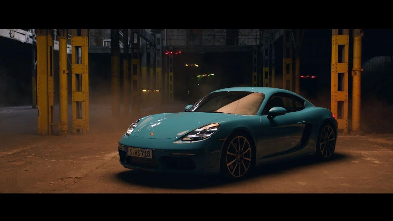 画像: Race drones vs. Porsche 718 Cayman www.youtube.com