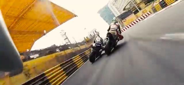 画像: スタート直後の先頭争い! 迫力満点のシーンが続きます! www.youtube.com