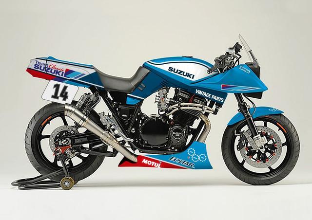 画像: MotoGPチーム同様、エクスターのカラーリングを身にまとうチーム・クラシック・スズキのカタナ・レーサー! www.teamclassicsuzuki.media