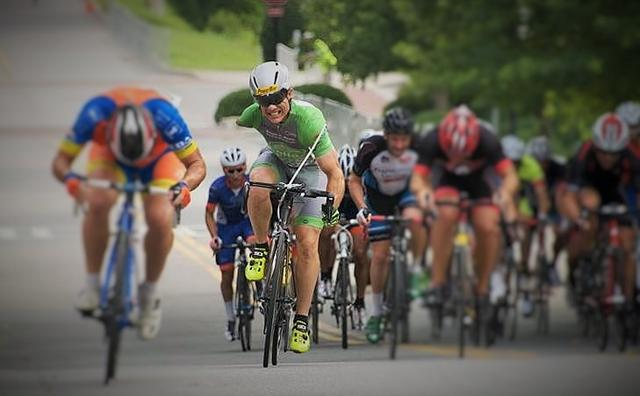 画像: 自転車競技でも活躍するJ.グリフィン。子供のころから、彼はあらゆるスポーツにトライしたそうです。 www.betterthanable.com