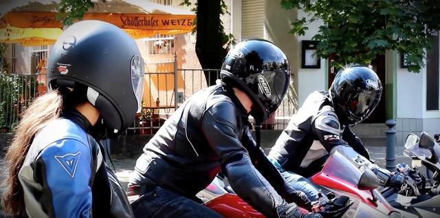 画像: 【動画】美女と、野獣のようなスーパースポーツマシンが速すぎる!!!