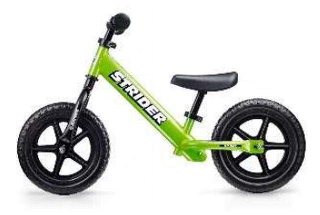 画像: ◆ストライダーとは? 「子どもと共に成長するランニングバイク」それがストライダーです。 2007年アメリカで生まれた「足で地面を蹴って進む、全く新しいバイク」。 赤ちゃんが歩けるようになるのと同じで誰でも直感的に操作でき、自然とバランス感覚を向上する乗物として支持を得ています。 2007年の発売以来、全世界およそ90カ国以上での累計出荷台数が150万台に達し、日本国内では、50万台以上販売されています。